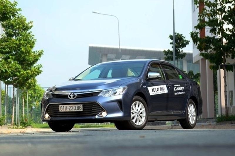 Toyota Camry và Renault Talisman