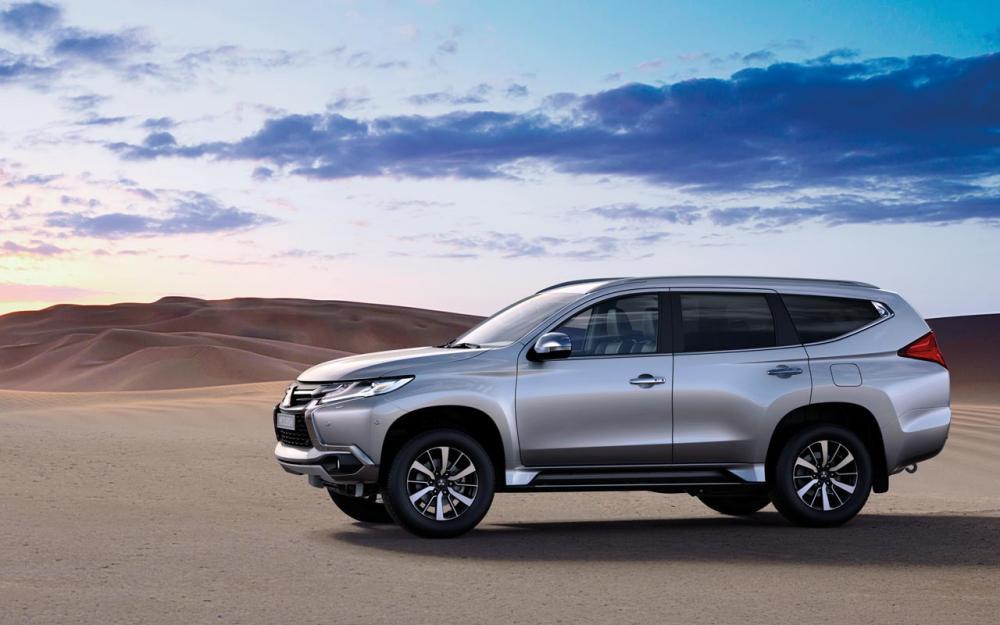 Toyota Fortuner 2017 và Mitsubishi Pajero Sport 2017 3.1