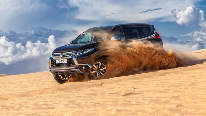 Toyota Fortuner 2017 và Mitsubishi Pajero Sport 2017 8