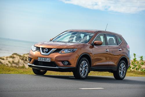 Các hãng xe ô tô tiếp tục giảm giá