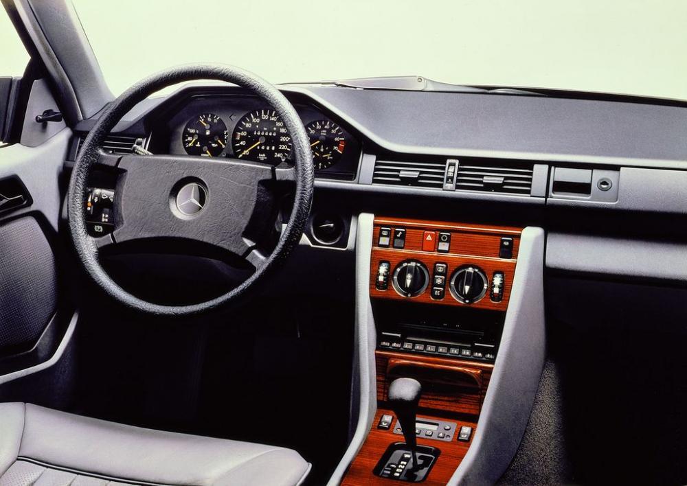 Mercedes E-Class Coupe và lịch sử phát triển 30 năm 8