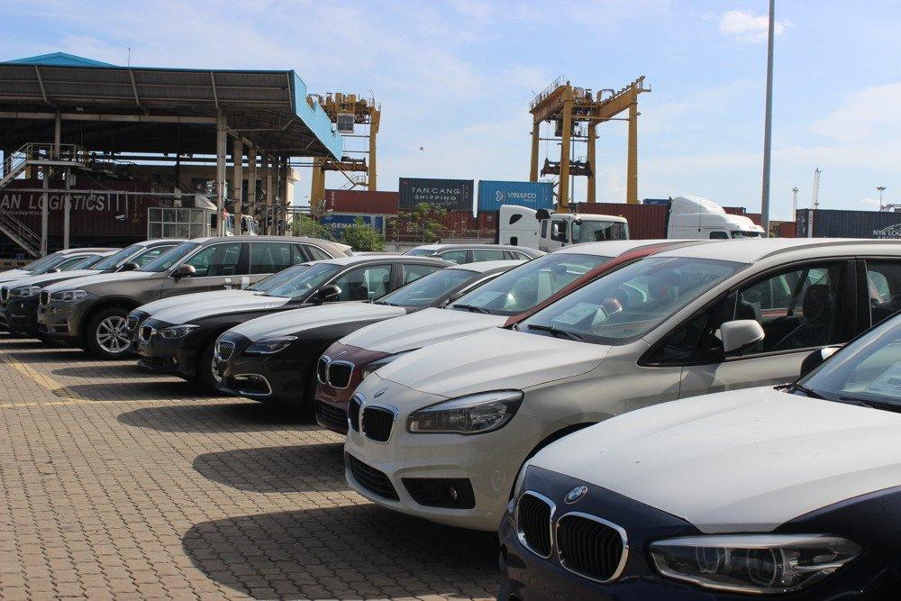Lượng ô tô nhập khẩu về Việt Nam bất ngờ giảm mạnh
