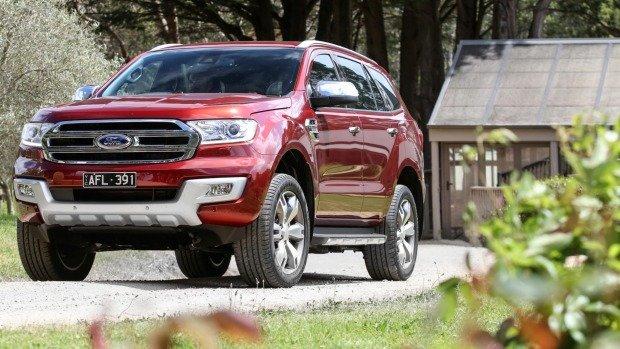 Hãng ô tô Toyota và Ford giảm giá chưa từng có